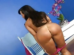 Nice-looking Lisa Ann shows off her succulent round gazoo