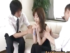 Kanon Hanai Asian babe receives a finger