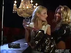 The lesbian luxury bar always provides some hawt pussy licking