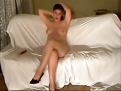 This curvy fem felt very shy posing before her BF's livecam at 1st but then that babe relaxed and teased him with her full pointer sisters and soaking pussy.