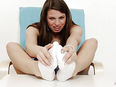 Michelle is a hot brunette hair hair and this babe is always ready to have any kind of fun related to fuck. That babe is a fucking hot whore. Here this brunette hair hair floozy is getting ready to give feet work to a huge dildo. That babe is making her feet warm and taking necessary warm up so that this babe can enjoy it actually hard.