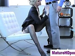 Blond cougar uses toy in her pussy