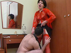 Hot mommy in red nylons getting to facesitting previous to wild muff-splitting