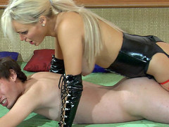 Perverted golden-haired female-dominator in leather gear plugs her sub