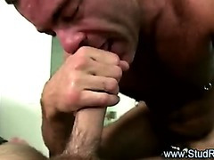 Older gay masseur gives tugjob to str8 client