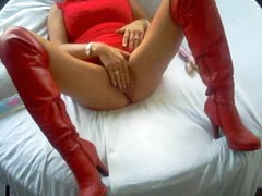 Homemade milf in leather boots toy fucks cunt